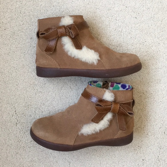 469d0d62cd4 Girls Ugg Suede Libbie Boots Size 10